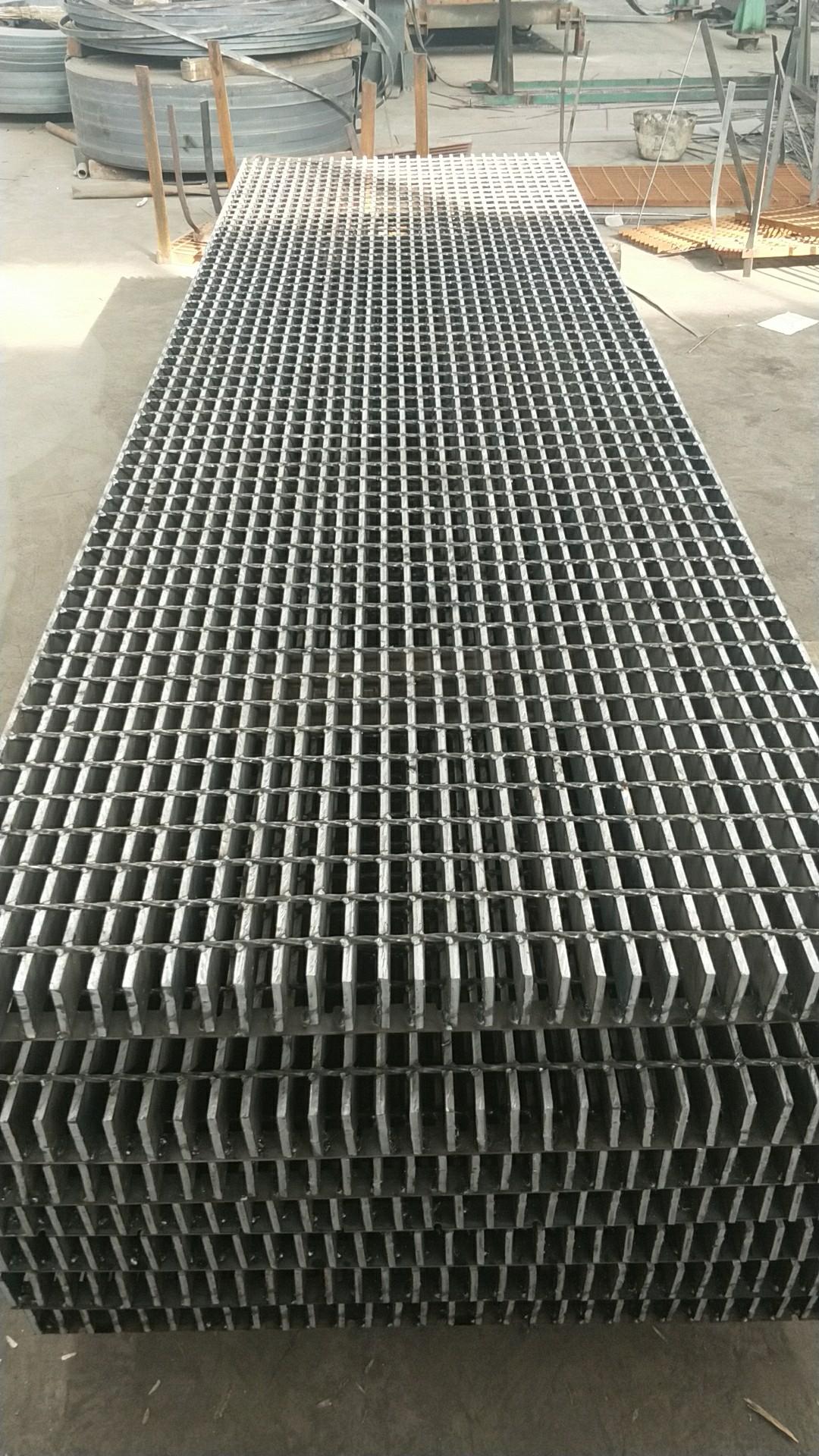 咸宁市镀锌钢格板在国内外的广泛应用